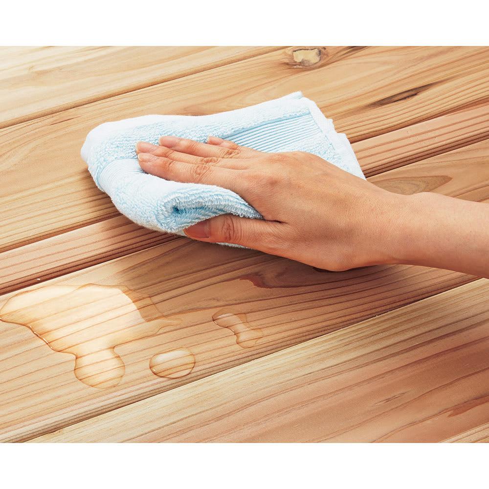 国産杉の無垢材キッチン収納 パントリーキッチンラック 幅89奥行38cm 天然木でもお手入れ簡単 国産杉の風合いを生かしながら、水や汚れの浸透を軽減する、クリヤーなウレタン塗装を施しました。