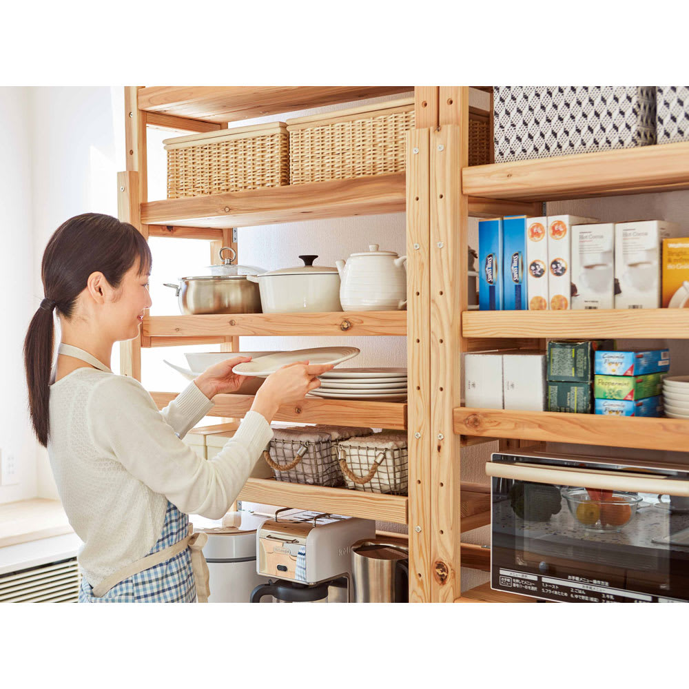 国産杉の無垢材キッチン収納 パントリーキッチンラック 幅149cm奥行38cm 棚板もたくさんついて、分類収納もきちんと。