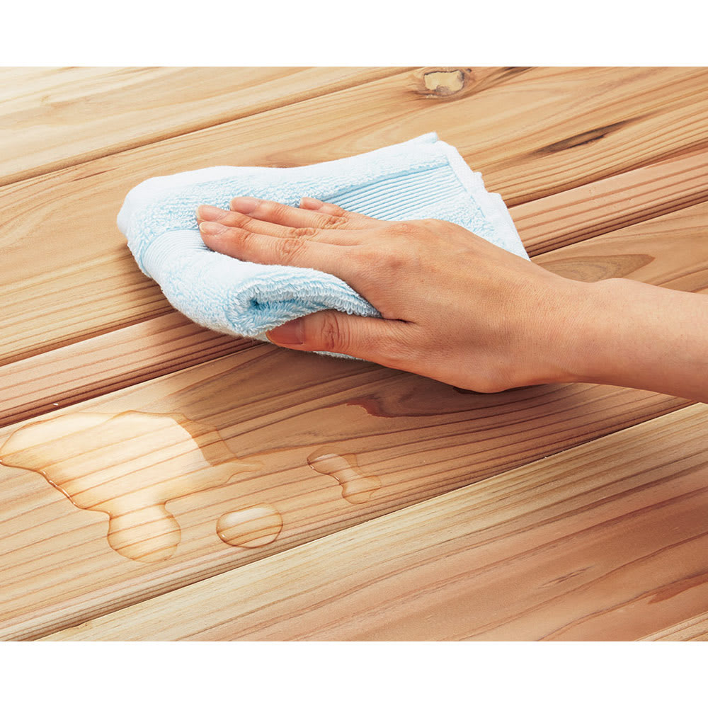 国産杉の無垢材キッチン収納 パントリーキッチンラック 幅149cm奥行38cm 天然木でもお手入れ簡単 国産杉の風合いを生かしながら、水や汚れの浸透を軽減する、クリヤーなウレタン塗装を施しました。