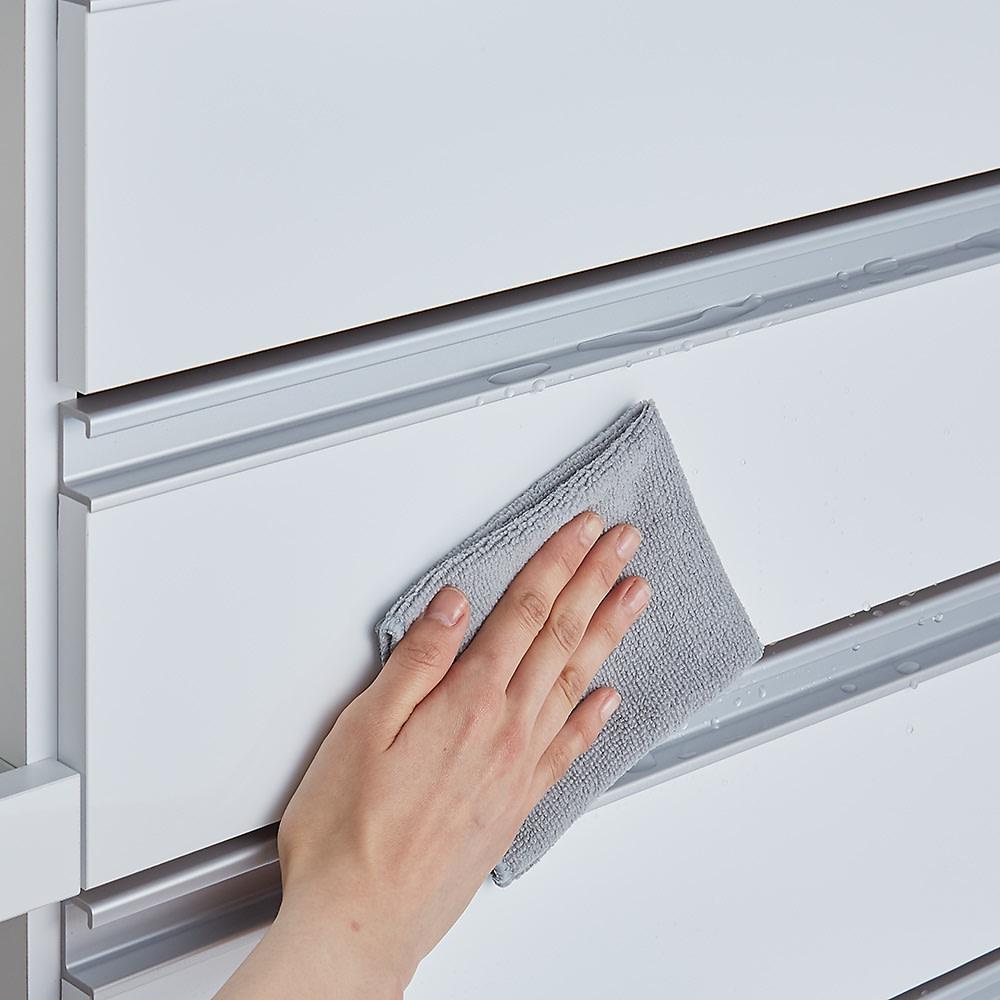 システムキッチンのようなステンレス天板カウンター 幅120.5cm (ア)ホワイト前板はキズに強く汚れが落ちやすい表面材。