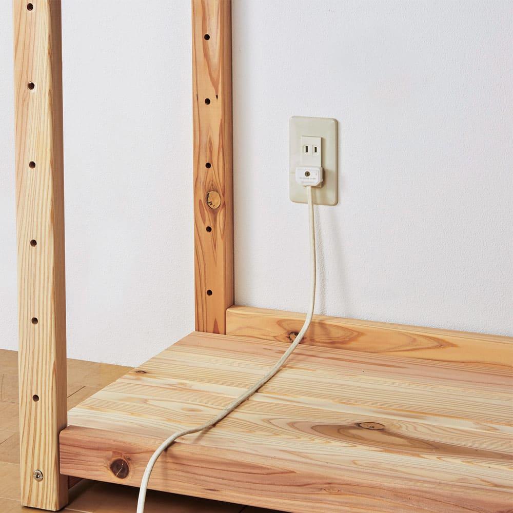 【天井突っ張り対応】国産杉の無垢材キッチン収納 壁面突っ張りラック 幅119cm奥行38cm 背板がないのでコンセントを生かし、家電の設置も可能。