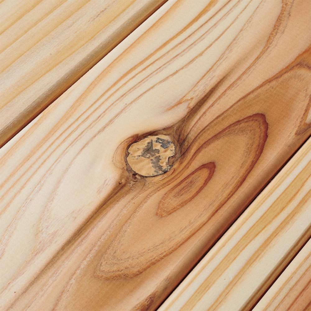 国産杉の飾る無垢材キッチン収納 キッチンワゴン 幅107奥行45cm (ラック幅119cm用) ひとつひとつ表情が異なるフシ等の風合いは天然素材ならでは。