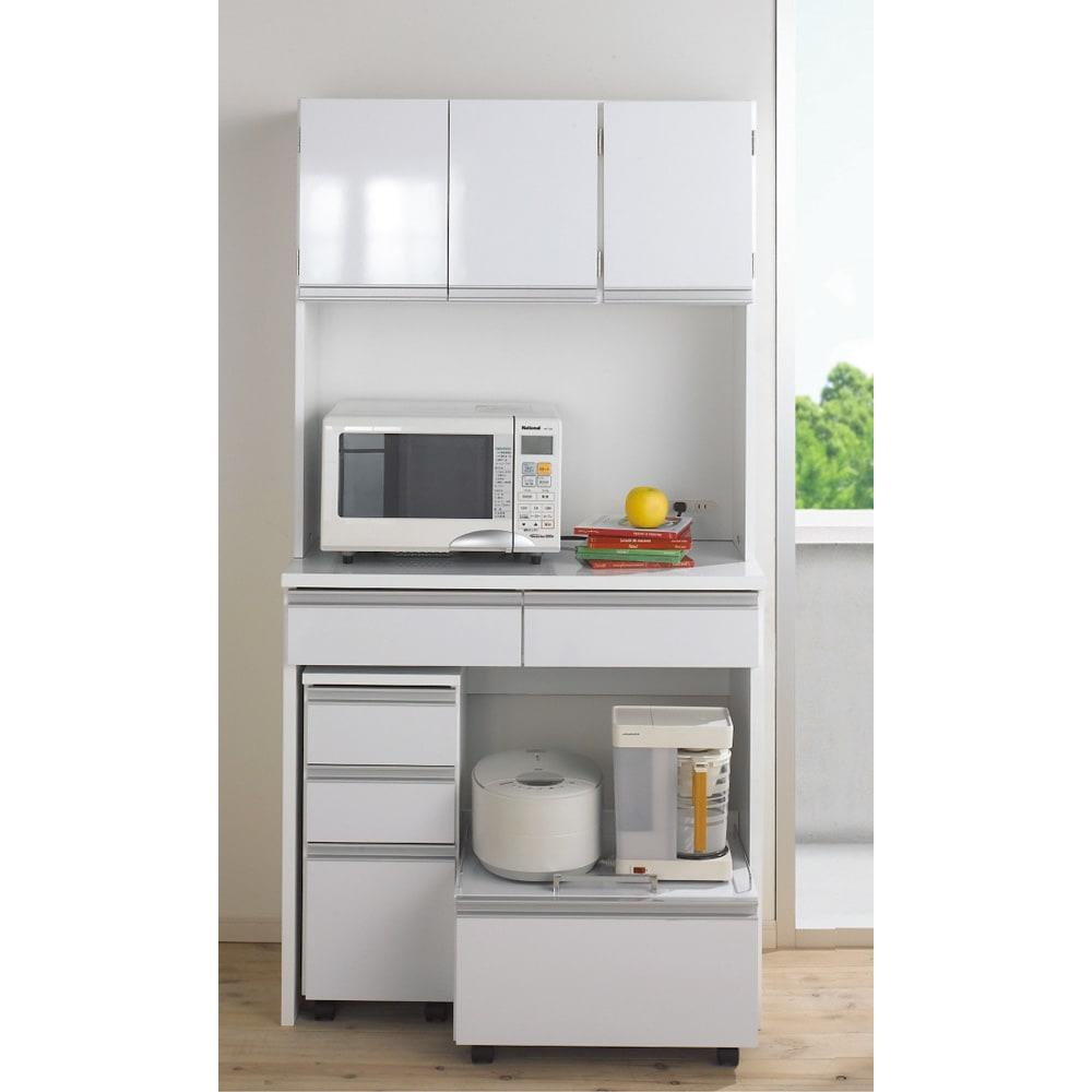 キッチン通路をキレイにする!下オープンダイニングシリーズ キッチンボード・幅120cm高さ190cm カウンター天板、前面には光沢の美しいポリエステル化粧合板を使用。高級感がありお手入れも簡単なキッチンラックです。