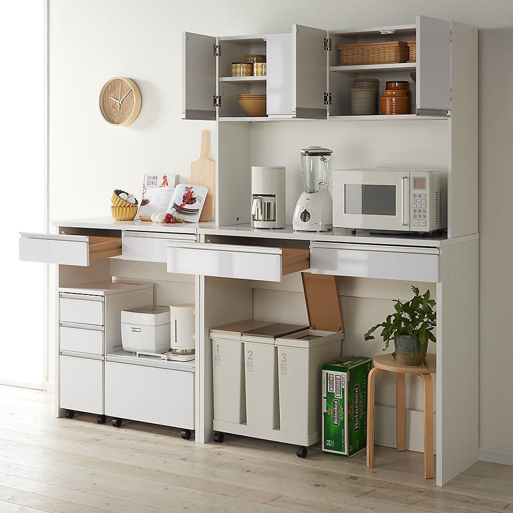 キッチン通路をキレイにする!下オープンダイニングシリーズ キッチンボード・幅120cm高さ190cm コンパクトでも充実の収納ボリュームでキッチンもあっという間にすっきり。
