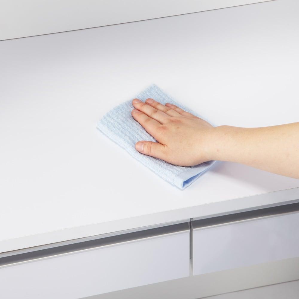 キッチン通路をキレイにする!下オープンダイニングシリーズ キッチンボード・幅120cm高さ190cm 水・汚れに強いポリエステル化粧合板を使用しているので汚れもサッとひと拭き。キッチン作業だしやすい。