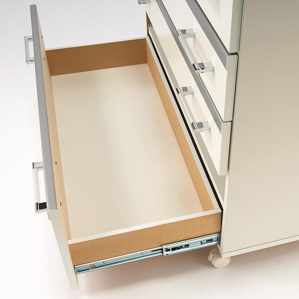 収納しやすいステンレストップカウンター 家電収納タイプ幅118cm 引き出しは内部化粧仕上げ。