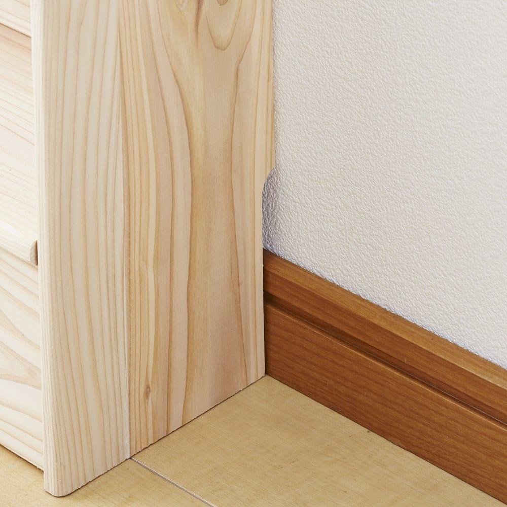 薄型奥行15cm 国産杉の天然木ラック 幅160高さ100cm 幅木を避けて壁にぴったり設置可能。