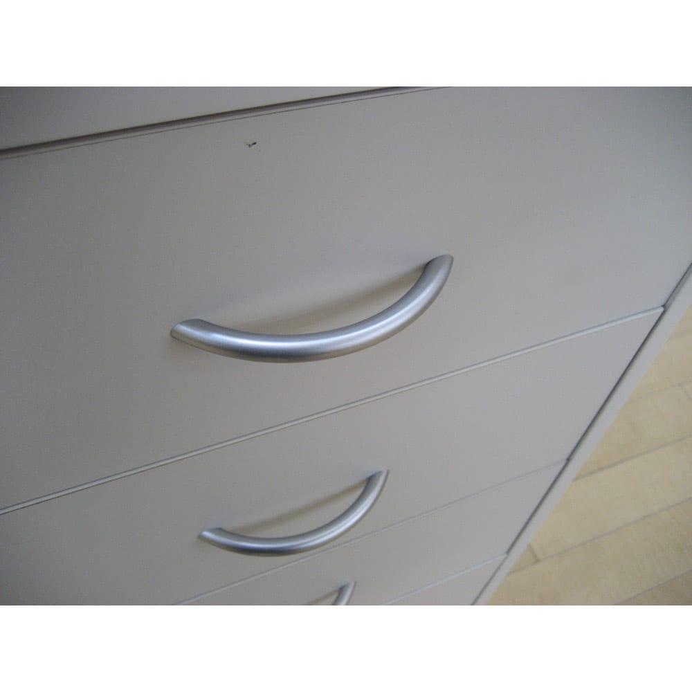 カウンター下収納庫 幅45cm引き出し 奥行21.5cm・高さ90cm 丸みのある取っ手を採用