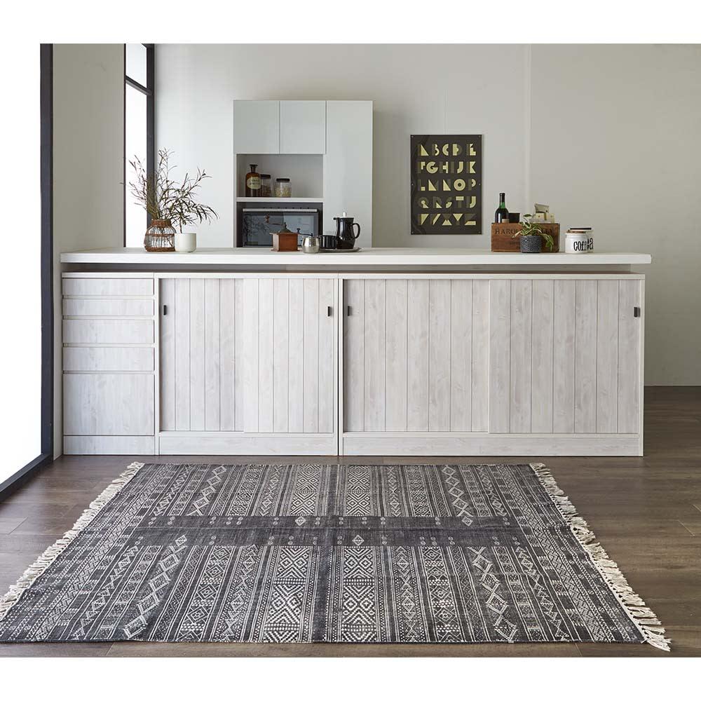 ヴィンテージ調ホワイト木目カウンター下収納庫 幅150cm高さ90cm 統一されたデザインで、美しく生活感を目隠しできます。