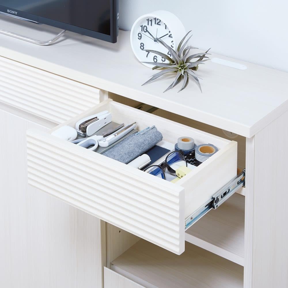 テレワークに最適!ダイニングを自由に使える多機能カウンター 幅140cm 引き出しは薬や文具など細かい物の収納に。