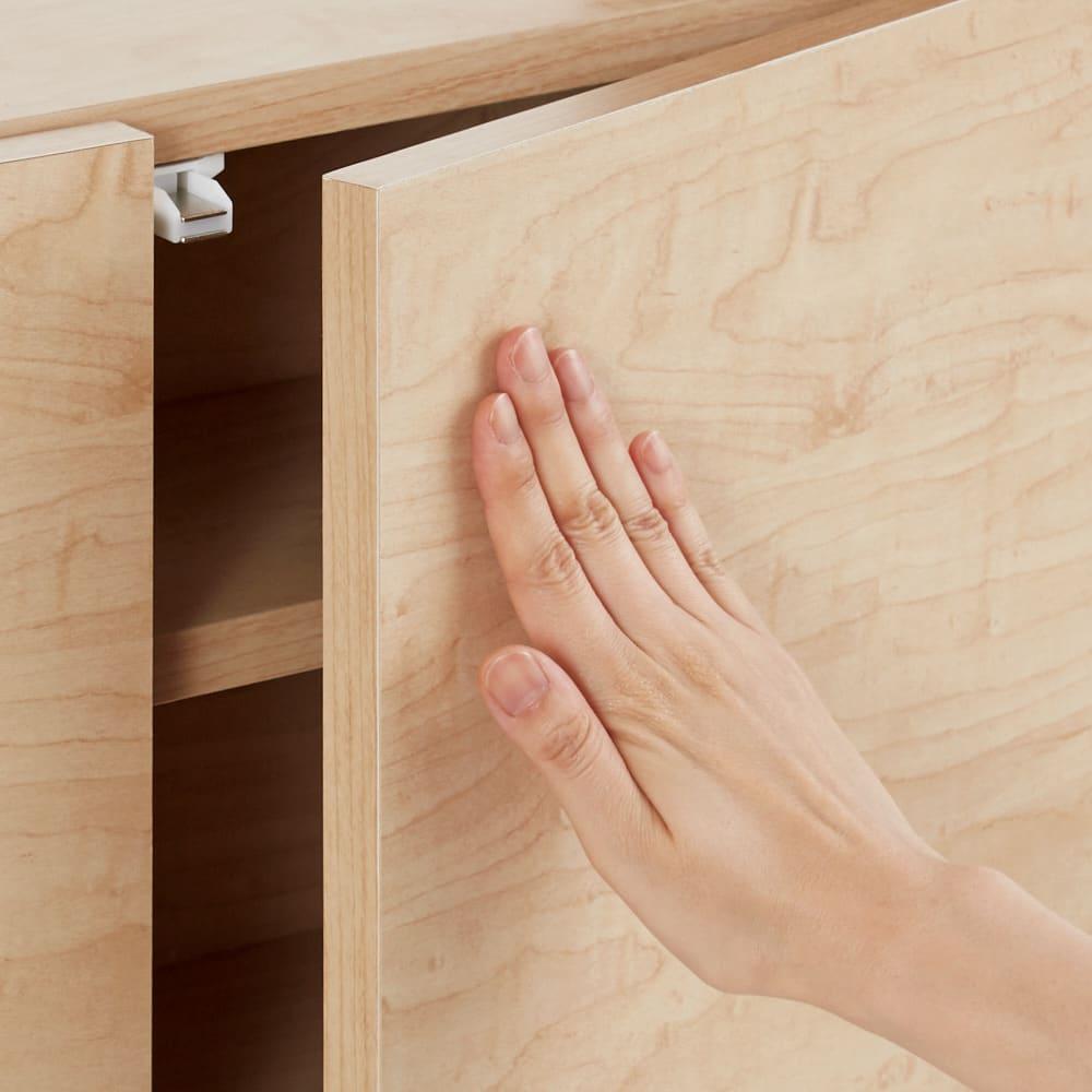オープン棚付きカウンター下収納庫 3枚扉 《幅90cm・奥行20cm・高さ71~100cm/高さ1cm単位オーダー》 扉は、軽く押すだけで開くプッシュオープン式。取っ手がなくスッキリ。