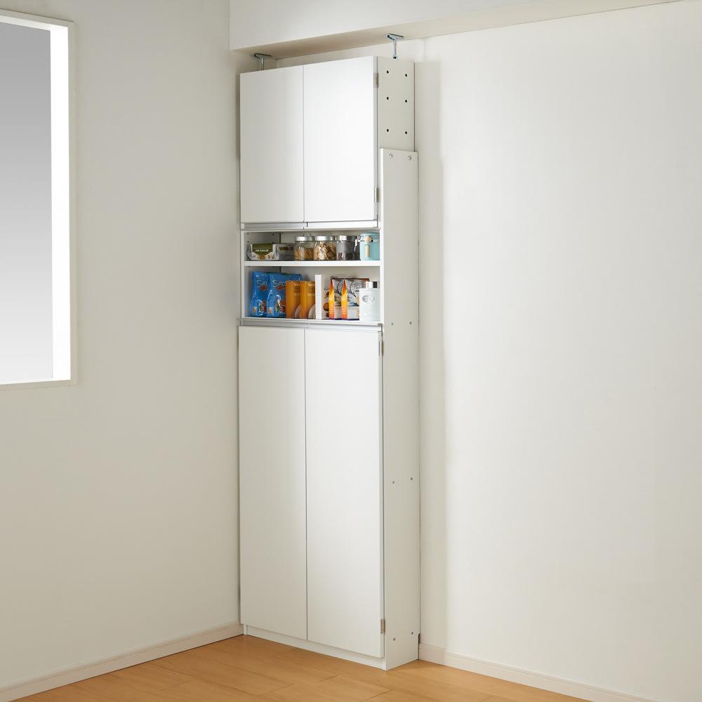 薄型で省スペースキッチン突っ張り収納庫 扉タイプ 幅75cm・奥行19cm (使用イメージ)