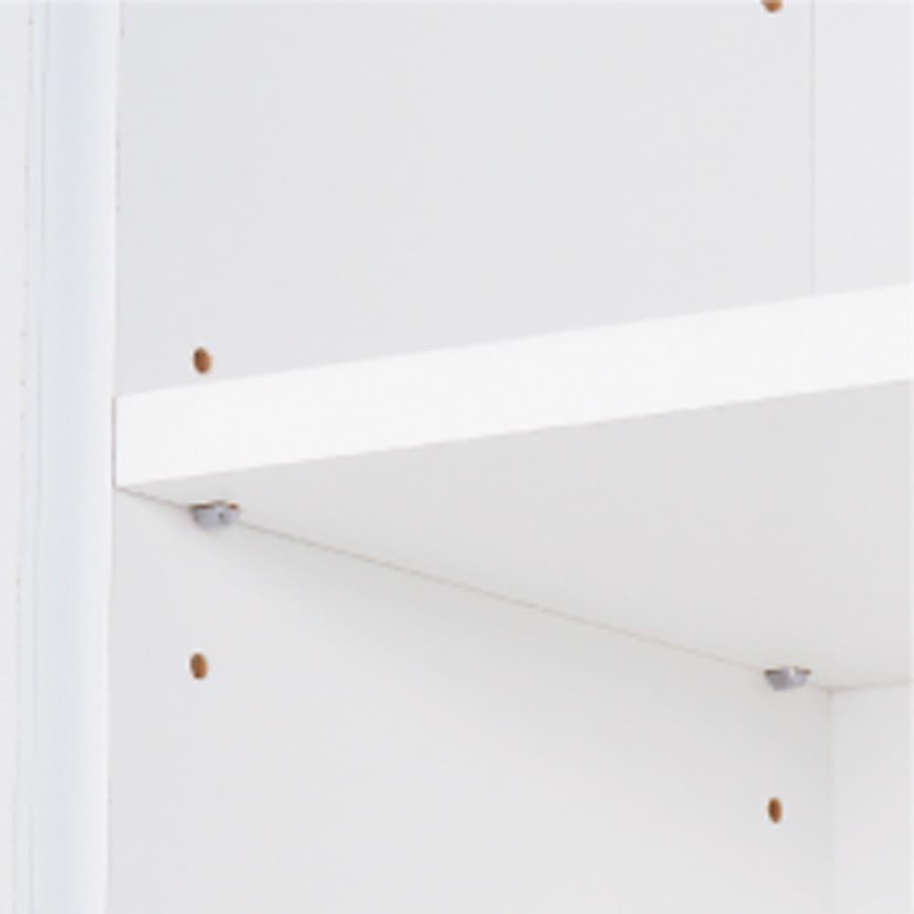 薄型で省スペースキッチン突っ張り収納庫 チェストタイプ 幅60cm・奥行31cm 棚板は3cmピッチで設置可能。 収納するモノに合わせて設定し、ご使用ください。 棚の設置時はダボでしっかりと受けます。