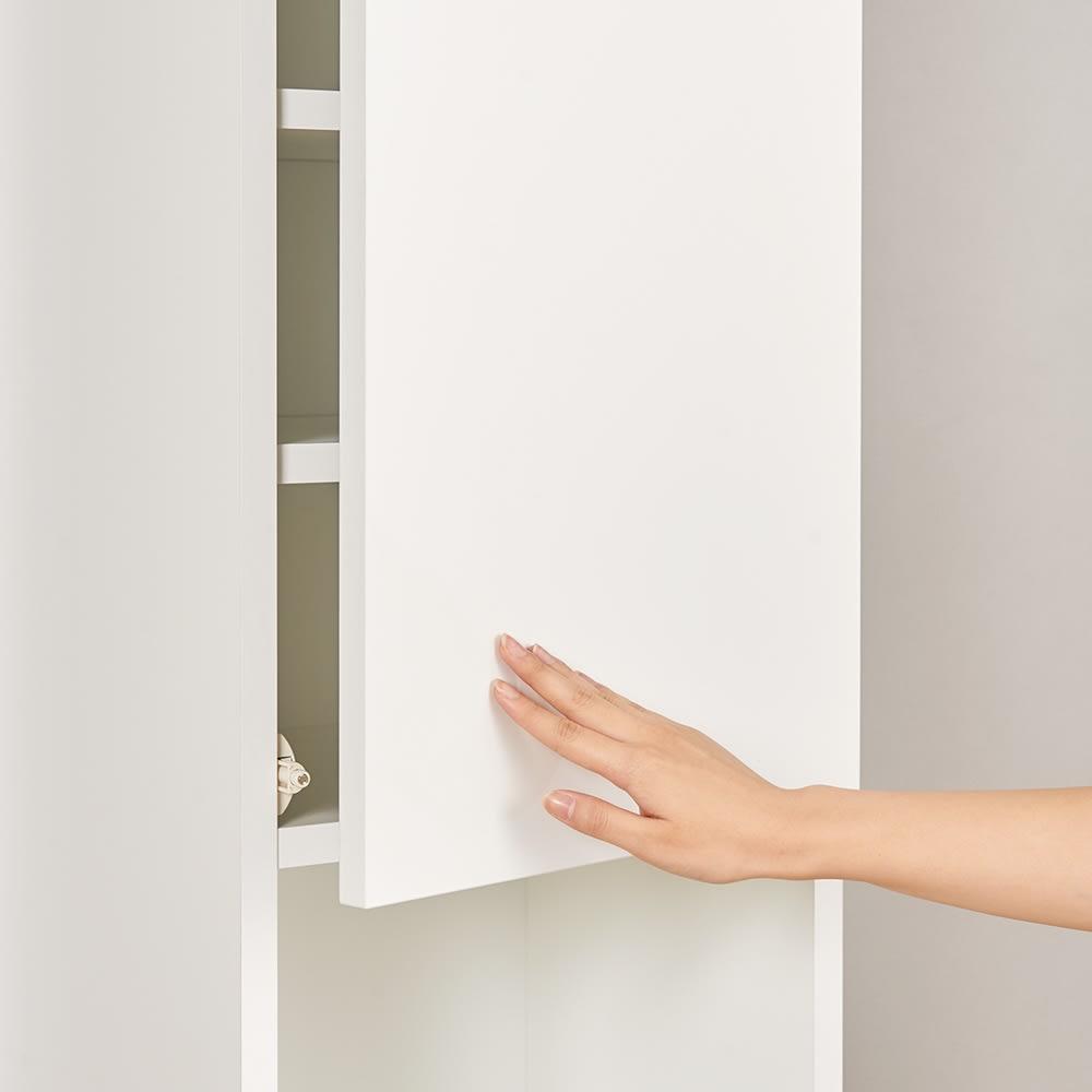 組立不要!幅1cm単位で62サイズから選べるすき間収納庫 ハイタイプ 幅15~30cm・奥行45cm ハイタイプの上部扉はワンタッチで簡単に開け閉めできるプッシュ式を採用。