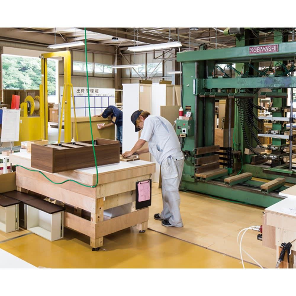 組立不要!幅1cm単位で62サイズから選べるすき間収納庫 ハイタイプ 幅31~45cm・奥行55cm 最新機材が整った日本国内の工場で、ご注文をお受けしてから一点一点丁寧に作っています。