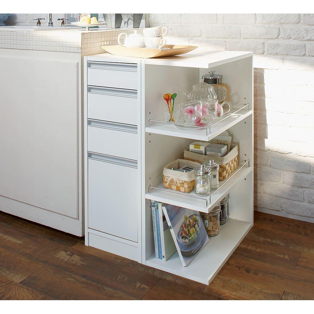 取り出しやすい2面オープンすき間収納庫 奥行55cm・幅25cm 横並びも可能。オープン部の向きは左右自在。