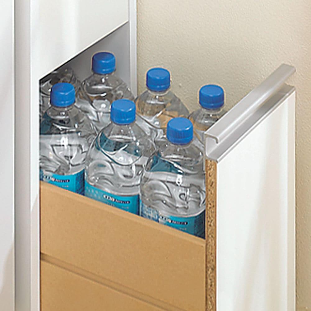 水ハネに強いポリエステル仕様 キッチンすき間収納庫 奥行55cm・幅25cm ハイタイプ 最下段の深引き出しにはペットボトルが入ります。 最下段の引出高さ31.5cm ※引出し耐荷重は約5キロです。