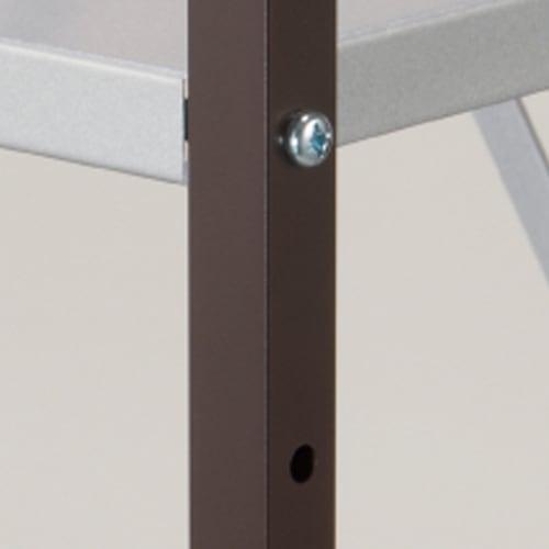 大型レンジ対応レンジラック ペール2分別ゴミ箱付き 支柱には1.9cmの頑丈な角パイプを使用し。重量のある家電を、しっかりと支える支柱になっています。