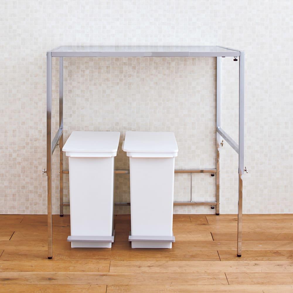 幅と高さが伸縮できるステンレス作業台 幅76~120 奥行60cm 【ゴミ箱の上に】作業台下は、ダストボックスの指定席に。