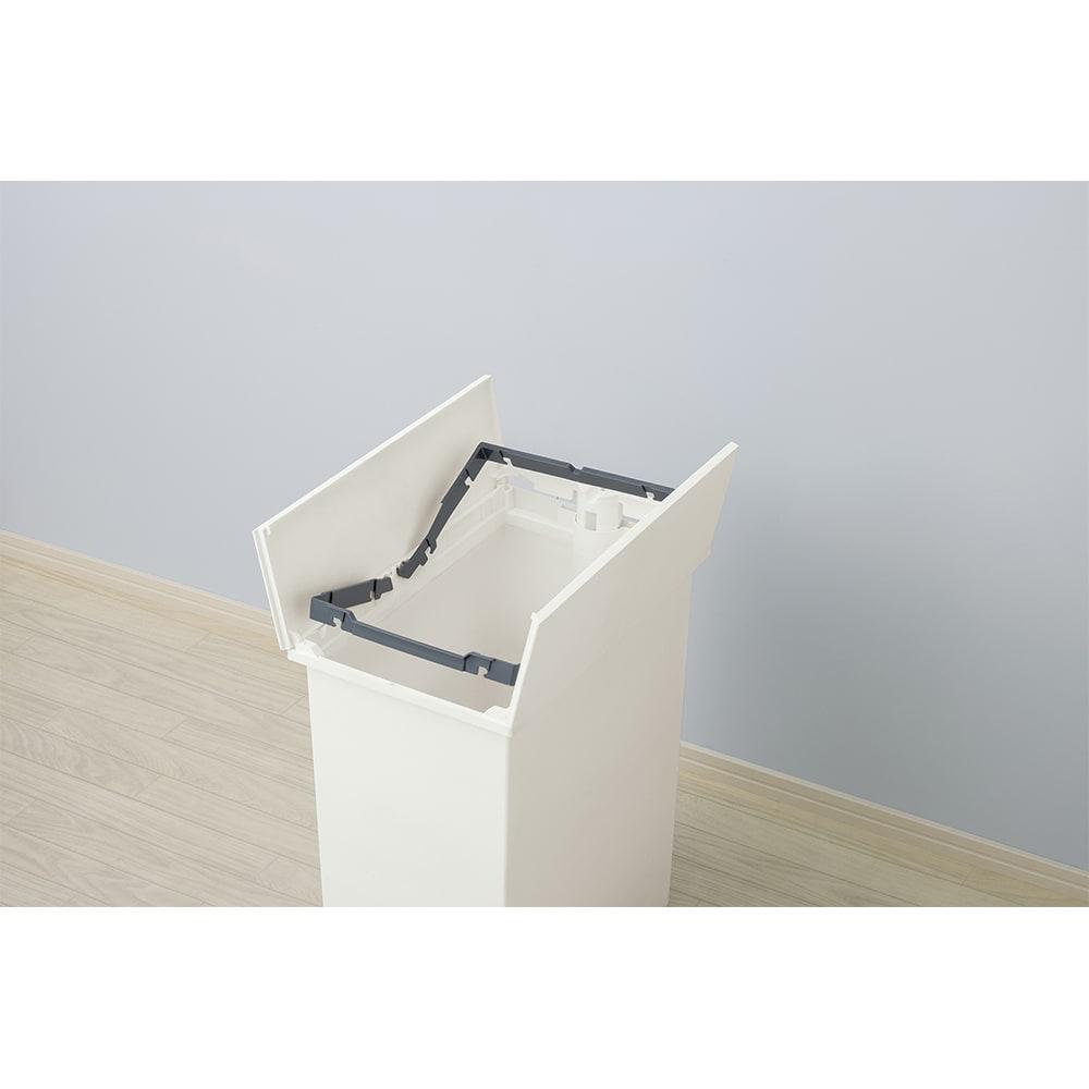 【20リットル×2個組】抗菌加工あり 棚下に置けるペダル式ダストボックス ゴミ袋が外にはみ出さずに固定できるフレーム付き。