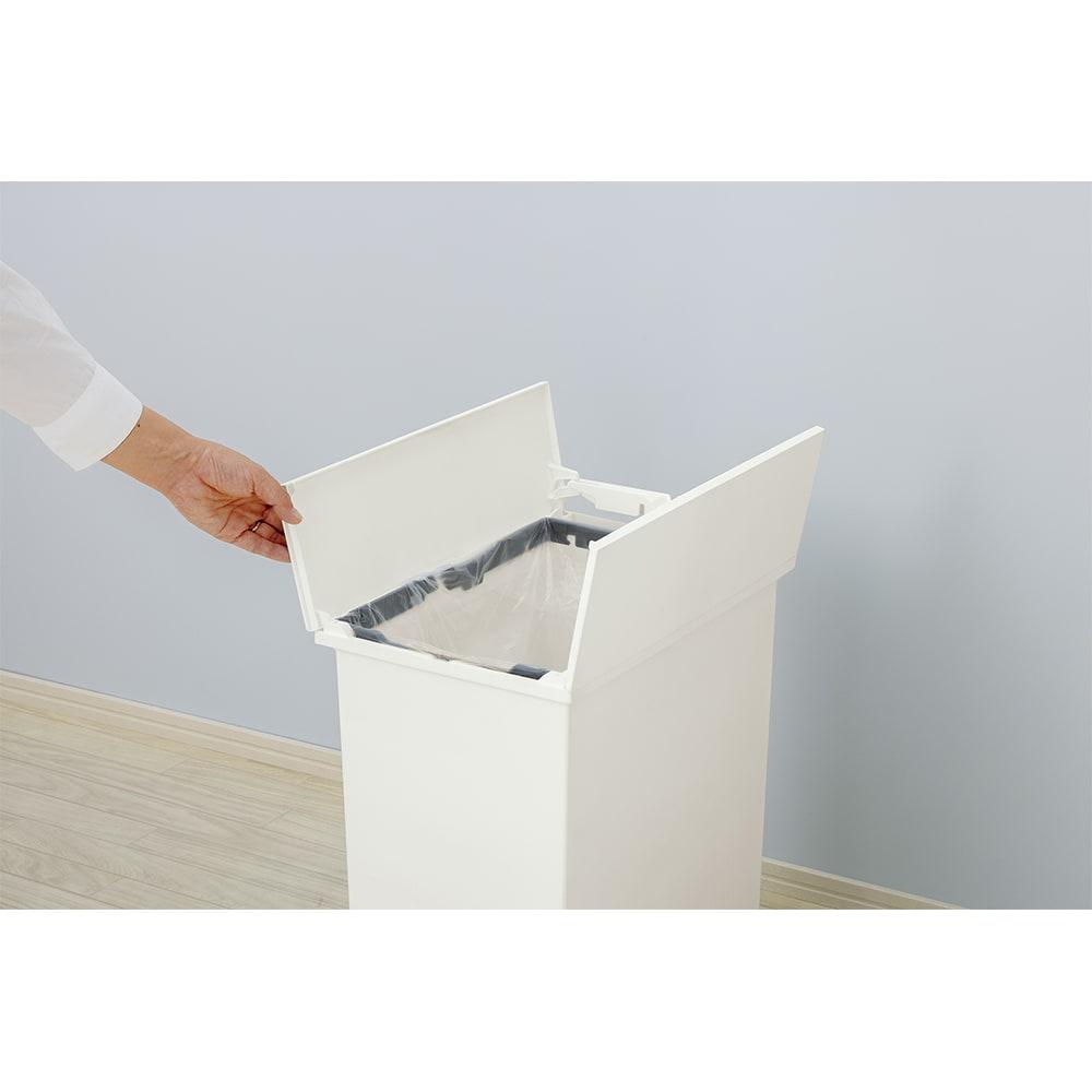 【20リットル×2個組】抗菌加工あり 棚下に置けるペダル式ダストボックス 20リットルまでのゴミ袋に対応します。