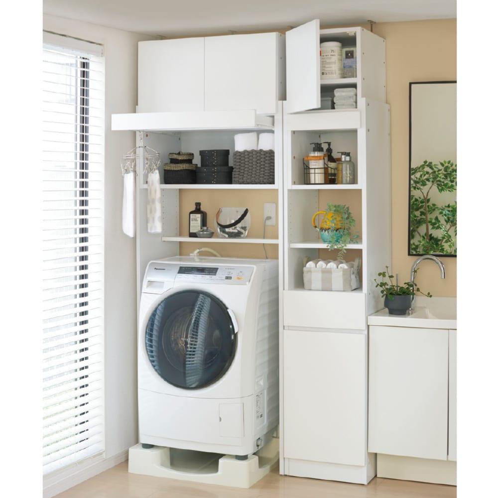 洗濯機が入るスライドバー付きシステムランドリー収納庫 洗濯機ラック 幅80cm コーディネート例 同シリーズを並べると、統一感のある空間に。 ※お届けは写真左の洗濯機ラック幅80cmです。