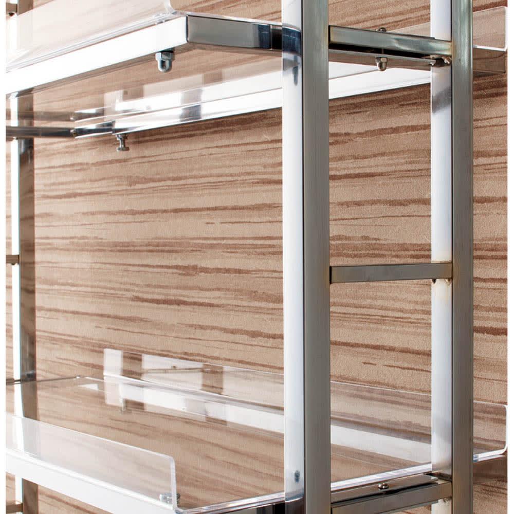 スタイリッシュランドリーラック 棚1段・バスケット4個 棚板は14cmピッチで収納物に合わせて高さ調節できます。