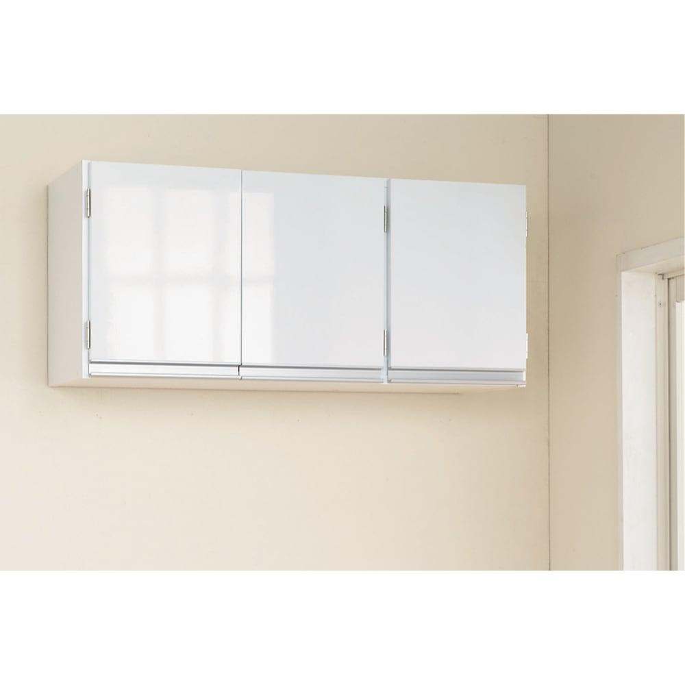 光沢仕上げ吊り戸棚 扉タイプ 幅90cm 光沢感のあるホワイト前板は清潔感があります。