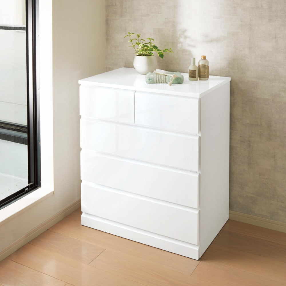 光沢仕上げ内部化粧チェスト 幅50cm・奥行30cm 使用イメージ 艶やかな光沢があり、洗面所の清潔感もアップ。 ※写真は幅70cm・奥行45cmタイプです。