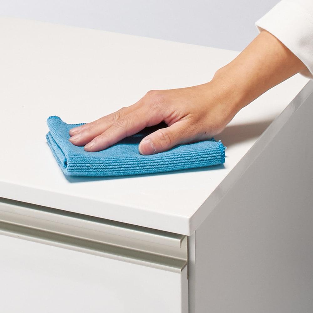 引き出しいっぱい洗面所チェスト 幅75奥行30cm 天板・前板はお手入れがラクな光沢素材。