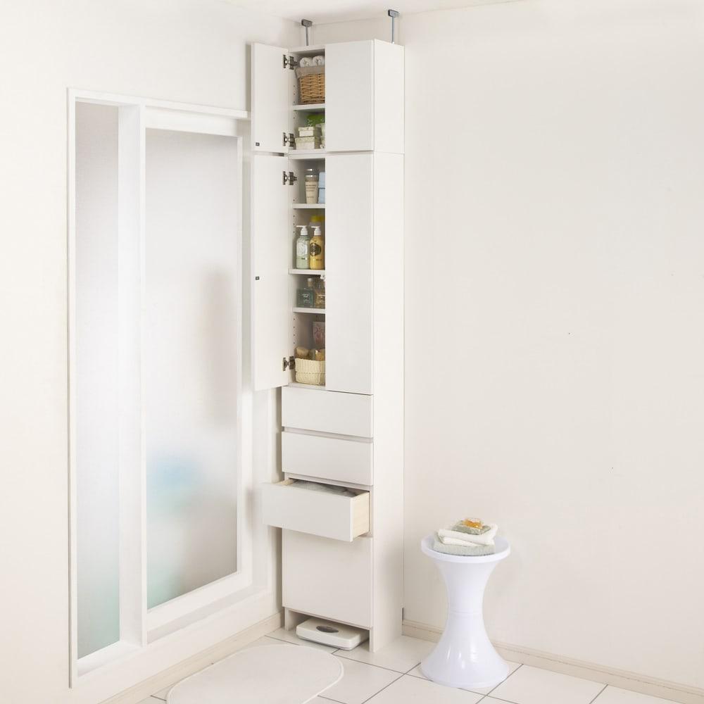 組立不要 天井まで使える薄型サニタリーチェスト 奥行23.5cmタイプ・幅40cm 幅40cmでもたっぷりと収納できます。(写真は別売りの上置きを使用しています)