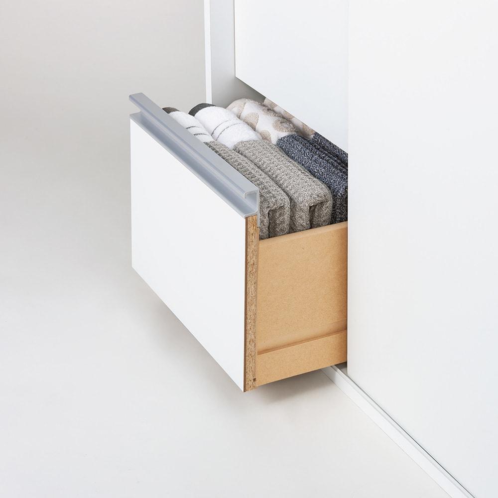 サニタリー片引き戸収納庫 幅90cm 引き出しにはタオルや家族の着替えがたっぷり入ります。