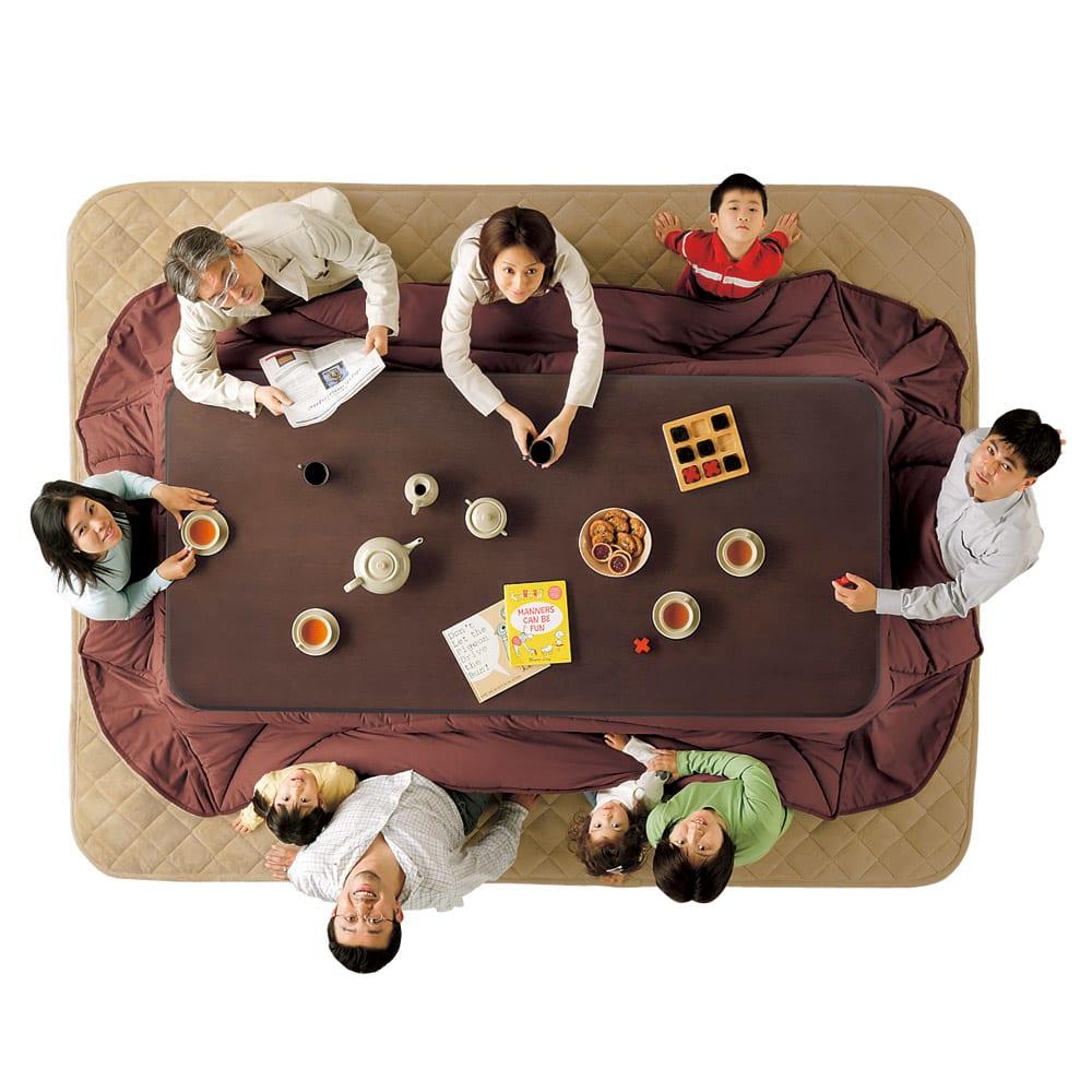 【正方形】 楢ラウンドデザインこたつテーブル 80×80cm 【幅210cm×奥行100cm】3世代揃ってもみんなでゆったり。 ※写真は長方形・幅210cmタイプです。