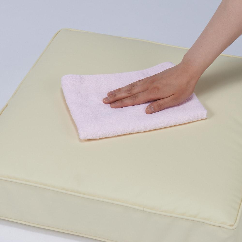 合皮シンプルモダン座布団 丸型・同色2枚組 合成皮革のカバーは汚れたらサッとひと拭き。