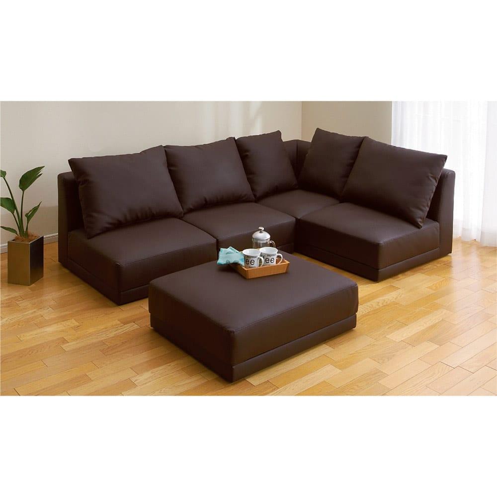 シンプルスタイルコーナーソファ 2人掛けソファ・幅135cm 脚を外してロースタイルでも使用できます。(床に配慮したプラスチック製の脚付き)