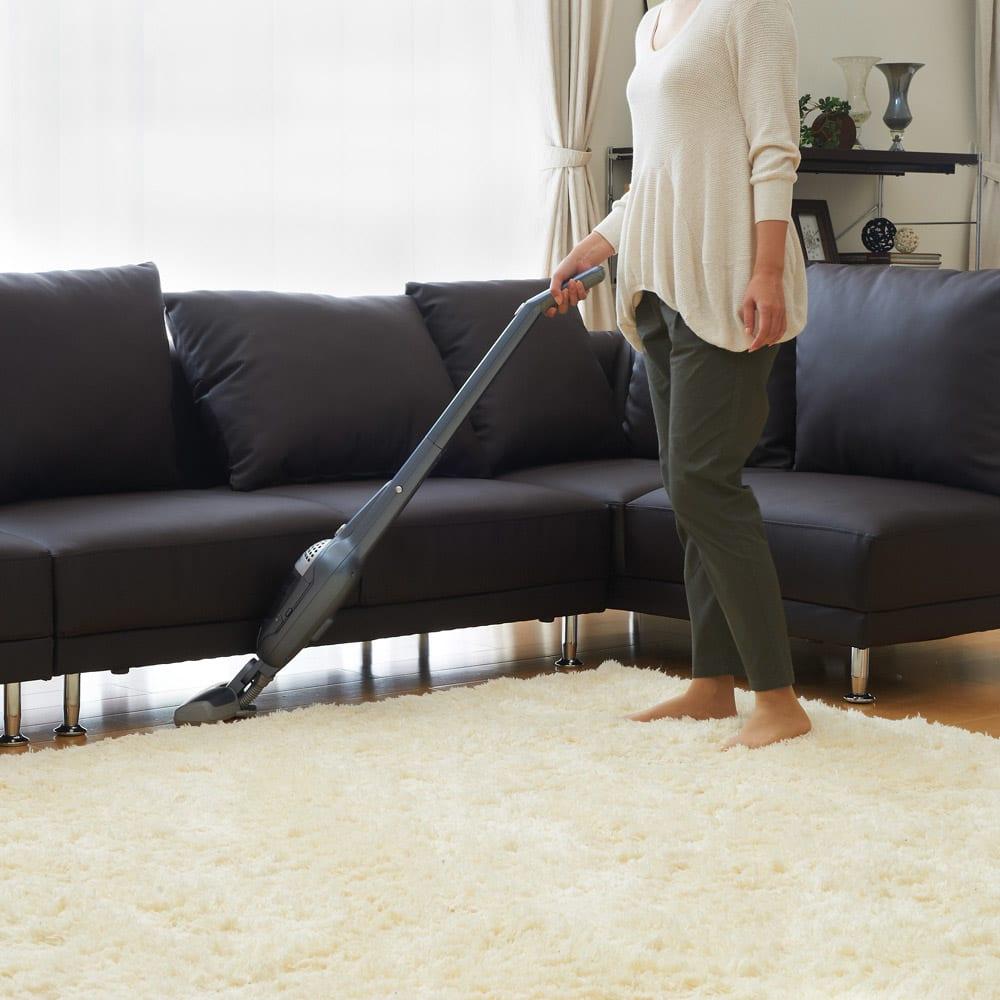 シンプルスタイルコーナーソファ 2人掛けソファ・幅135cm 脚部高さは11cmでお掃除もラクにできます。