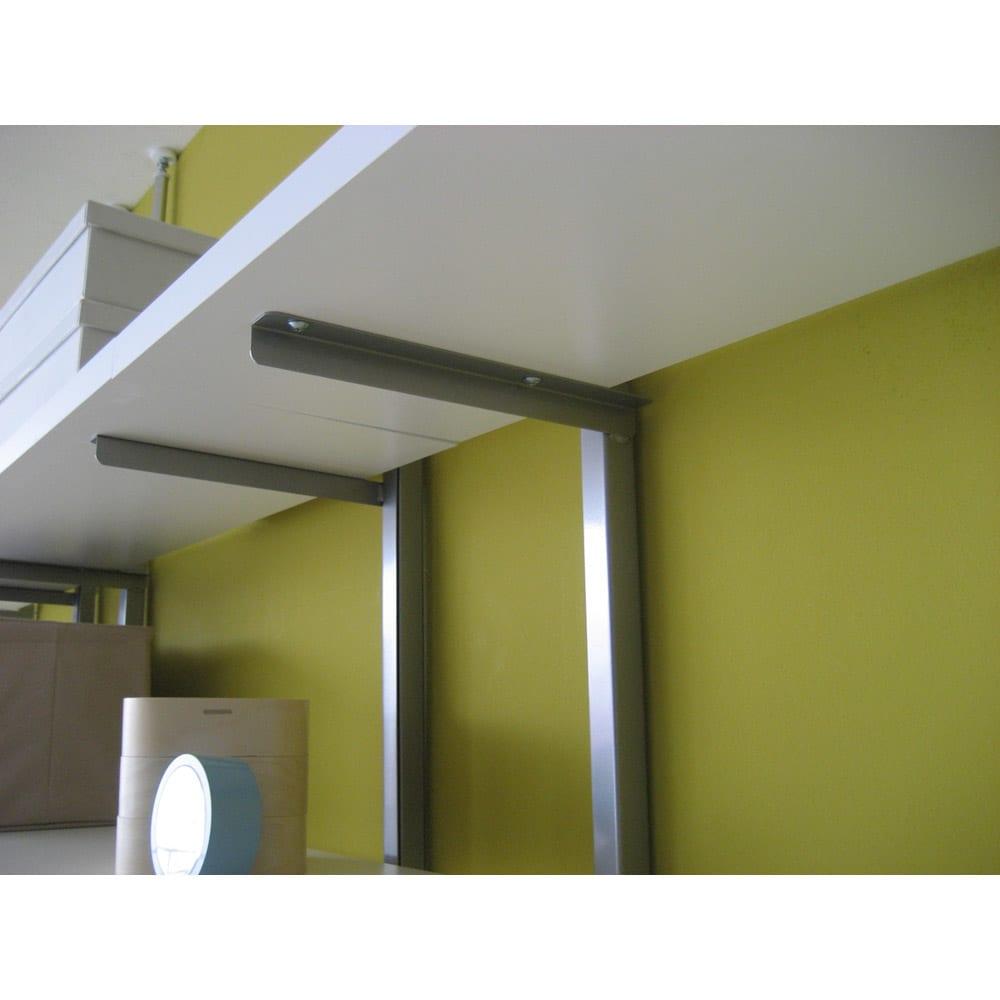 突っ張り式スペースラック 3段 幅89.5cm (イ)ホワイト ※写真は棚板裏面