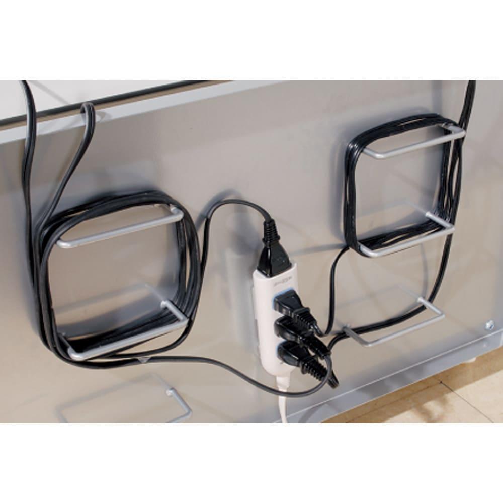 配線コード巻き取り機能付き!オープンコーナーテレビ台 幅120cm・オープンタイプ 背面でコードを巻き取れます。背板はスチール製でマグネット式電源タップの貼り付けが可能。