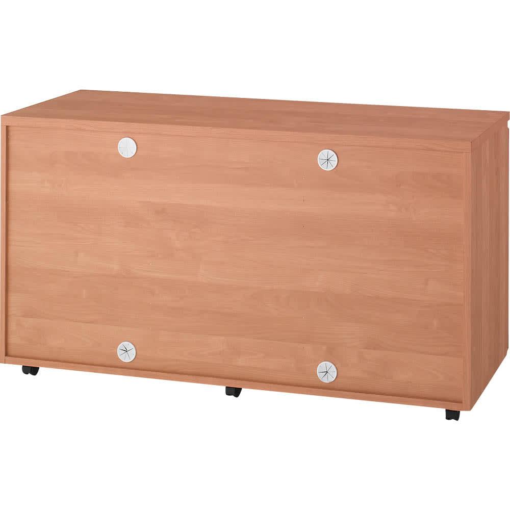 移動しやすいキャスター付きアルダー天然木 キャビネット収納・幅135.5cm 白いものはコード穴です。4つのコード穴が配線を便利に行える理由です。