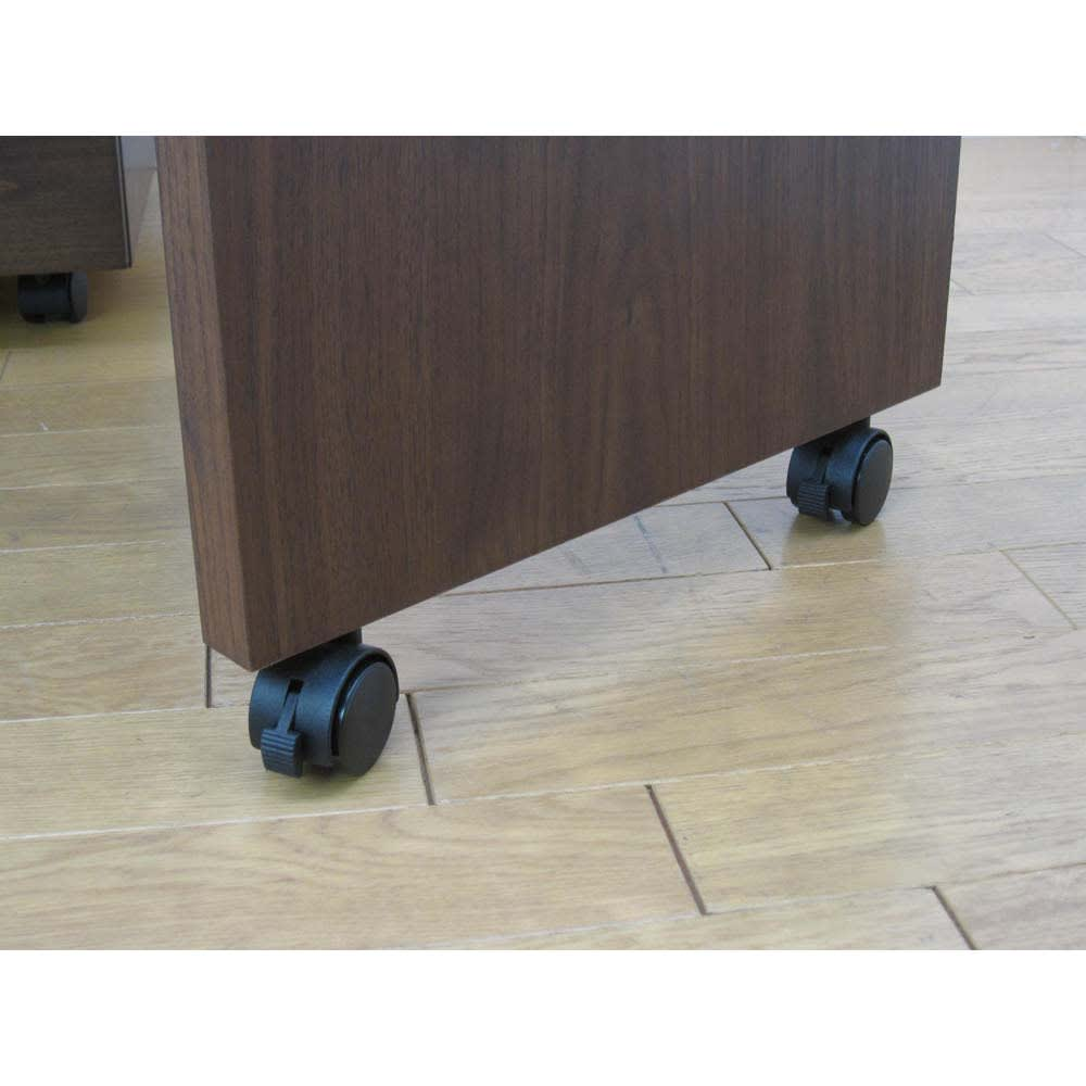 移動しやすいキャスター付きアルダー天然木 ネストボード・幅90cm キャスター付きでネストボードを動かすことができます。片車輪にはストッパー付き。