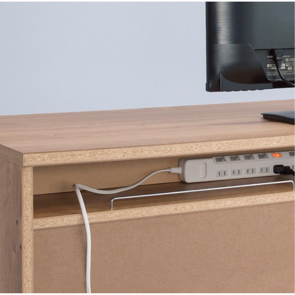 天然木調 配線すっきりデスクシリーズ デスク・幅120cm奥行60cm デスク背面には電源タップが収まるスペースを設置しました。