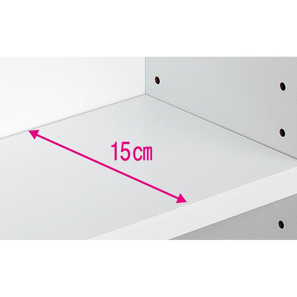 シンプルデスクシリーズ たっぷり奥行60cm深型デスク 幅120cm 奥行61cmのデスクには、脚元の奥に棚付き。