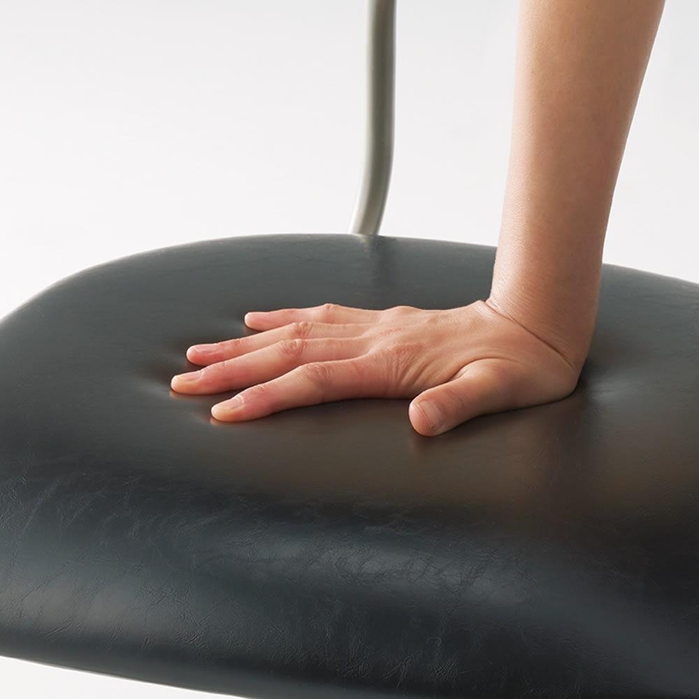 モダンデザインワークチェア オーク天然木背もたれ・アームなし モッチリした座り心地が魅力。