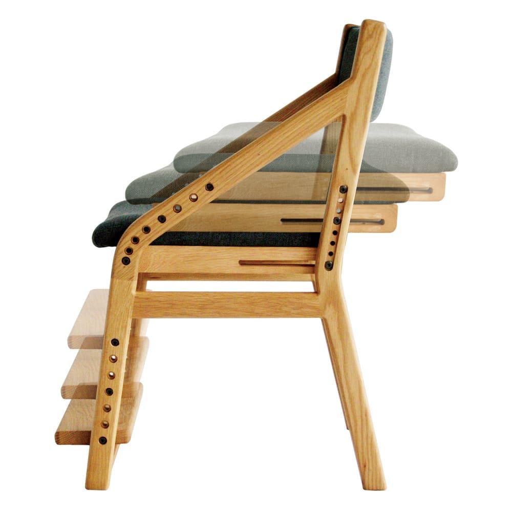 頭のいい子を目指す子供チェア 座面を上げるごとに座面の奥行が狭くなり姿勢を維持。