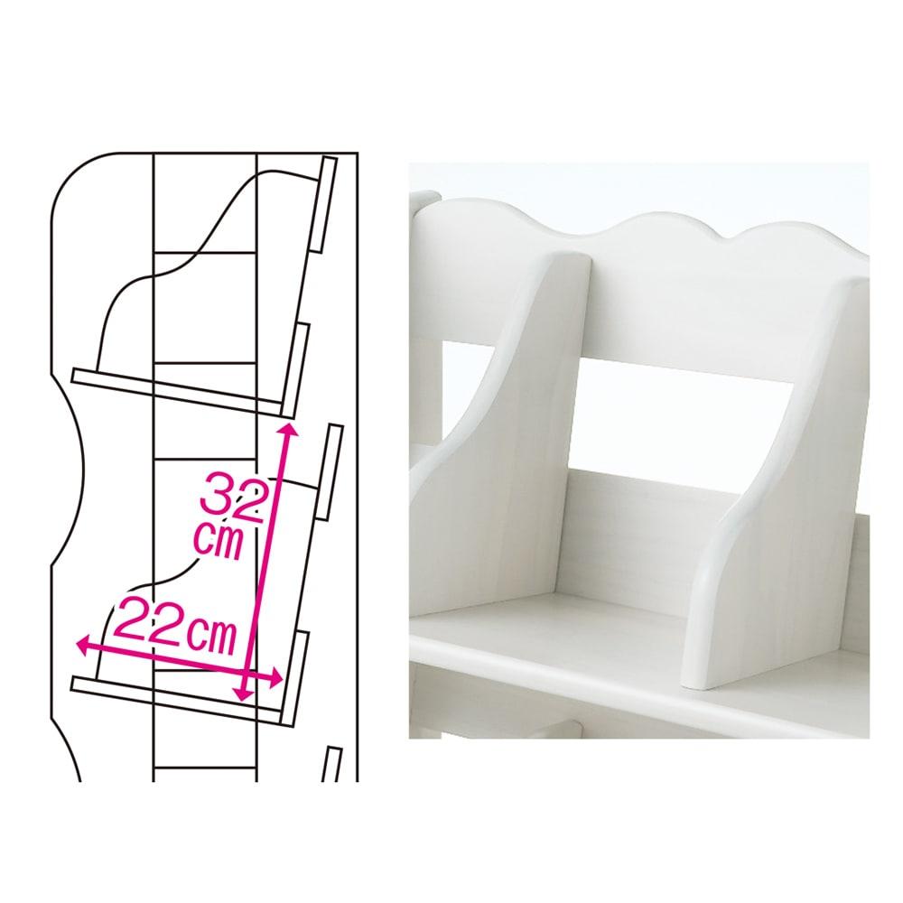 国産ナナメブックラック 幅50cm・キャスター付き2段 棚に傾斜が付いているので本を斜めに収納でき、タイトルが見やすく出し入れもラク。本が倒れにくい固定式の仕切り板付きです。