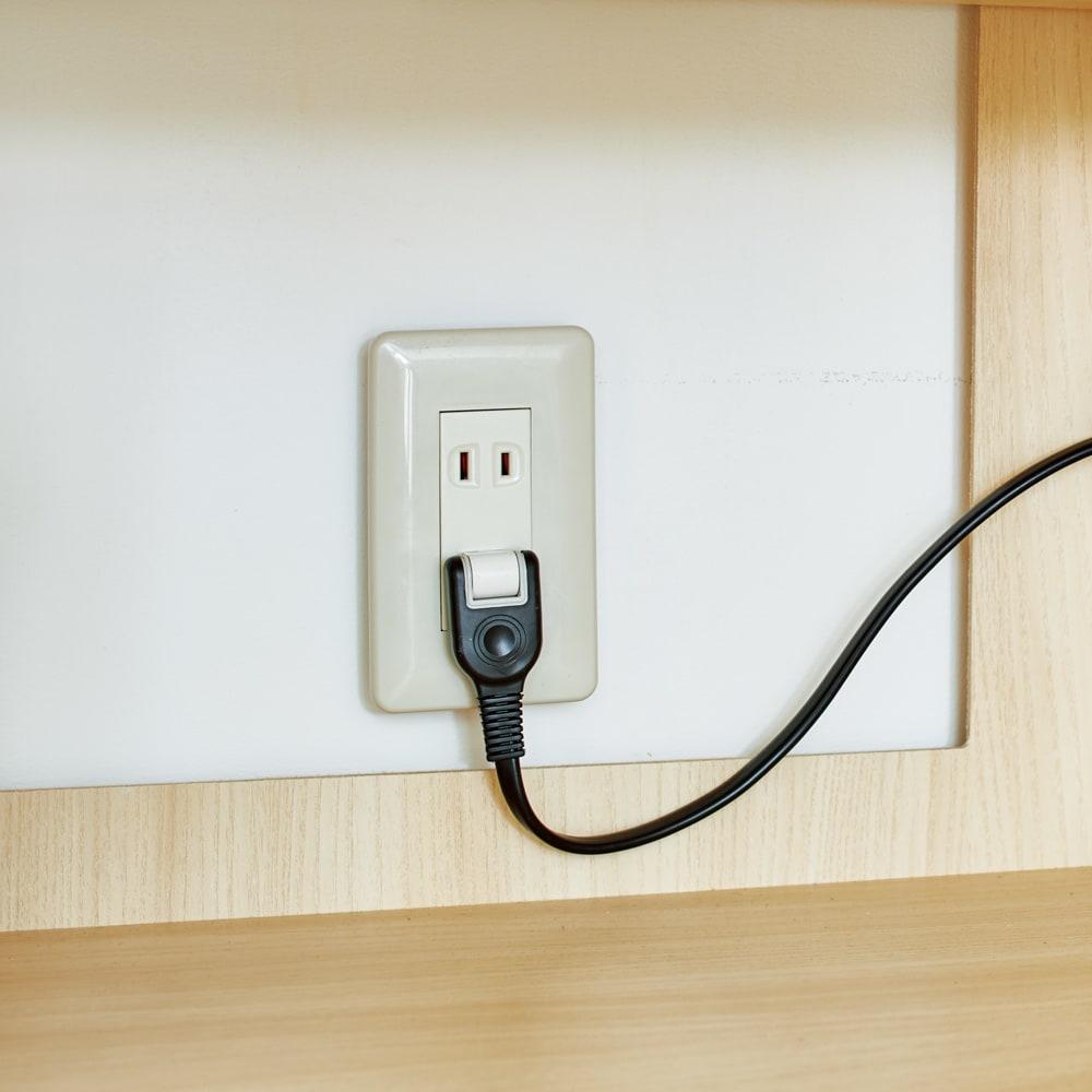 スイッチ避け壁面収納シリーズ スイッチよけタイプ(上台オープン・下台引き出し)幅75cm奥行40cm 設置後の配線簡単。扉内背面の穴で壁のコンセントを活かせます。■コンセント用背板くり抜き:幅30高さ30cm