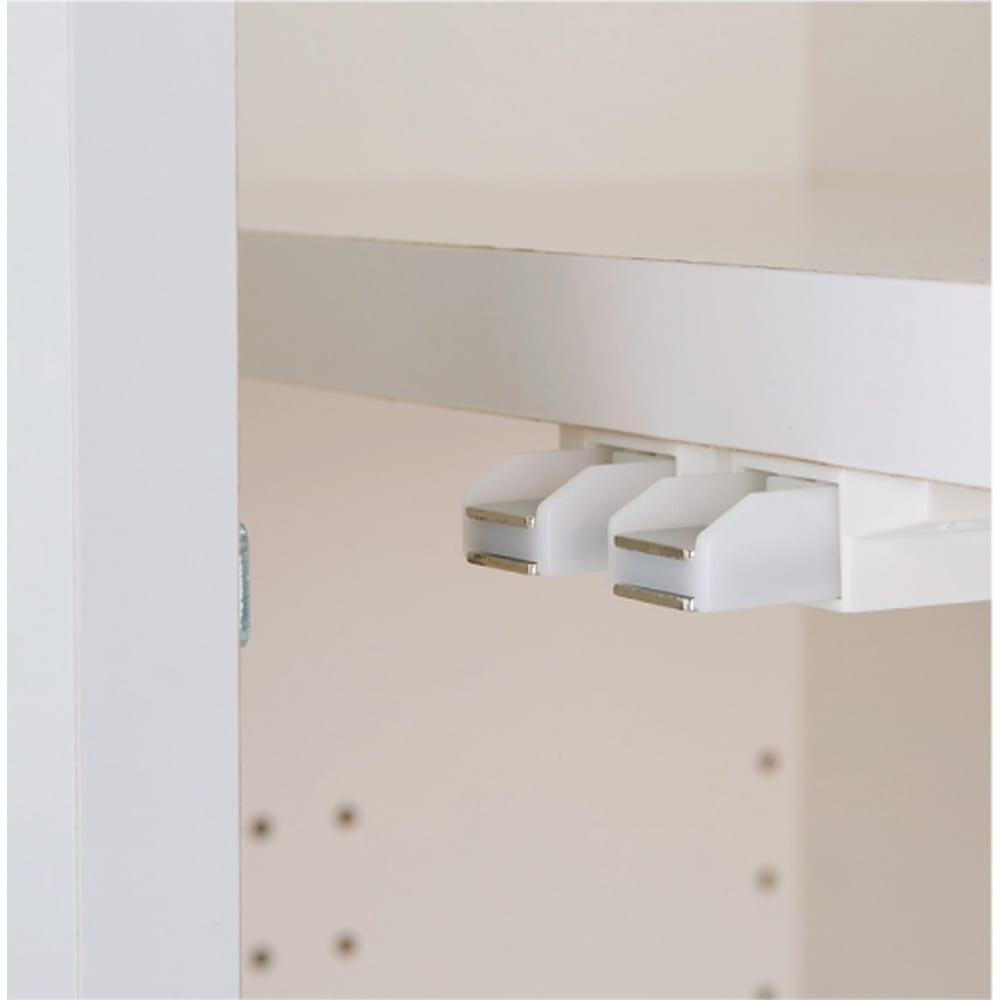 効率収納できる段違い棚シェルフ [本体 板扉タイプ 開き戸 幅90cm] 奥行32.5cm 高さ180cm 開き戸はワンタッチで開閉できるプッシュラッチを採用。