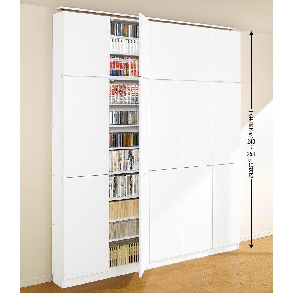天井突っ張り式壁面ラック 扉タイプ上置き付き 幅90奥行32本体高さ235cm (ア)ホワイト色見本