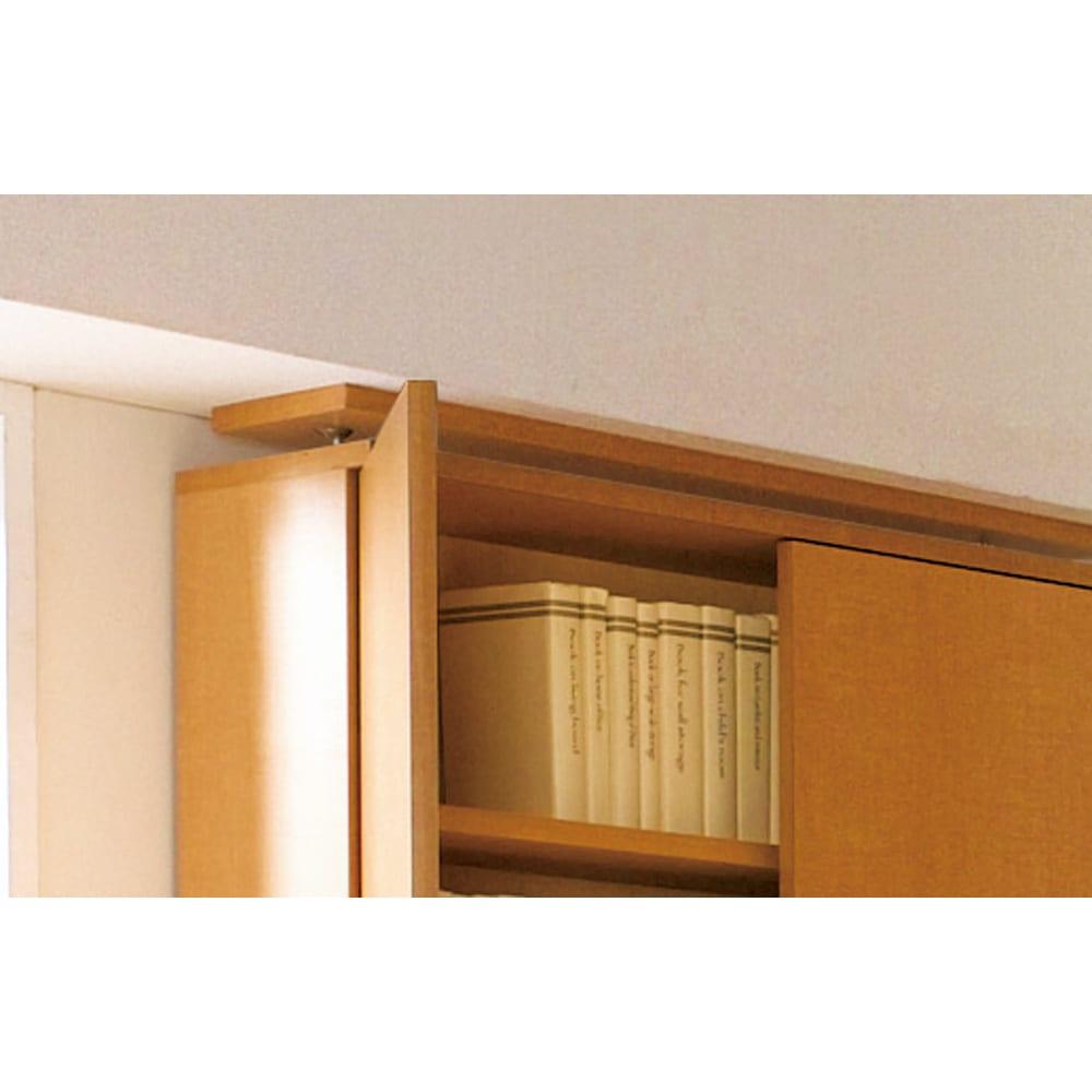 天井対応高さを選べるすっきり突っ張り書棚 奥行22cm・1列棚タイプ 本体高さ200cm(天井対応高さ203~213cm) 上置きいらずのスッキリ突っ張り。本体のみで、低い天井や梁下に美しく突っ張れる設計。突っ張りは面でしっかりと支えます。