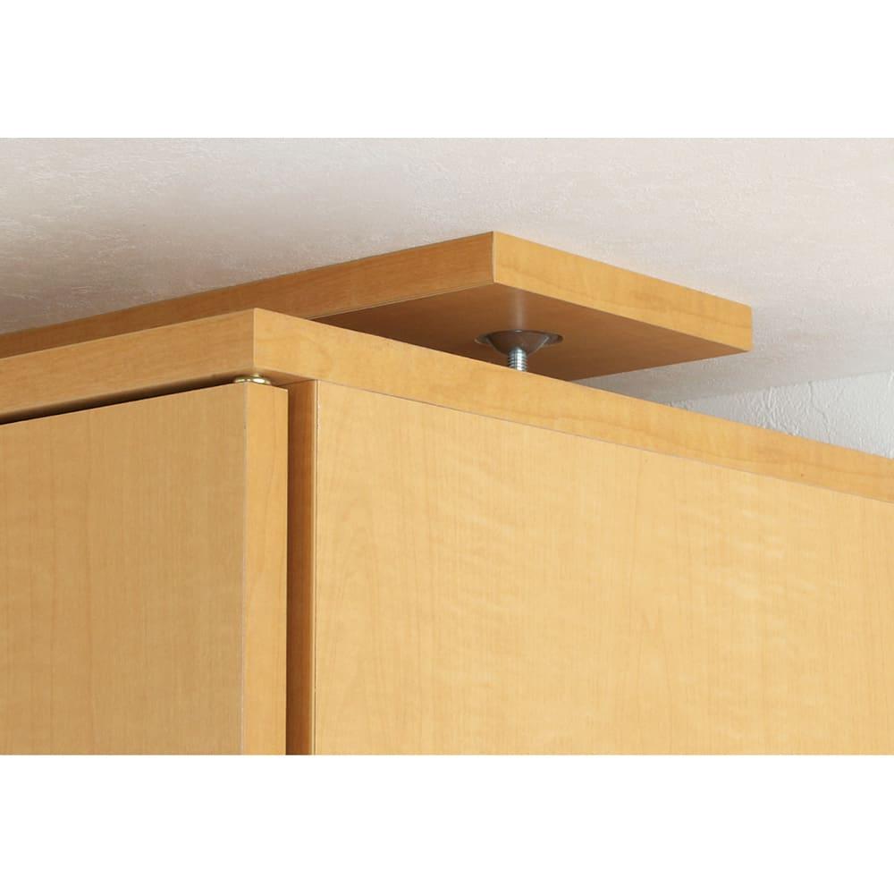 天井対応高さを選べるすっきり突っ張り書棚 奥行22cm・1列棚タイプ 本体高さ230cm(天井対応高さ233~243cm) 天井との突っ張りは、面でしっかりと支えます。